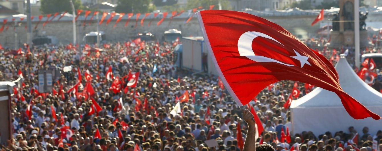Влада Туреччини закрила понад 130 ЗМІ через путч