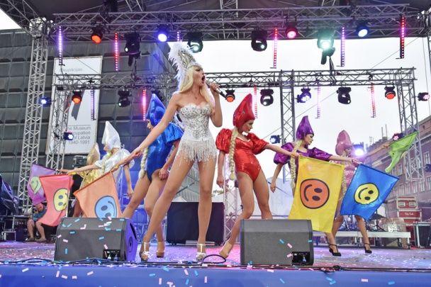 "Довгонога Полякова у боді та ""скляному"" кокошнику закрила фестиваль ""Made in Ukrainа"""