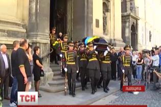 На Львівщині під час похорону героя АТО пограбували його будинок