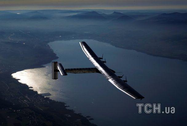 Навколо світу на сонячних батареях: Solar Impulse 2 завершив подорож