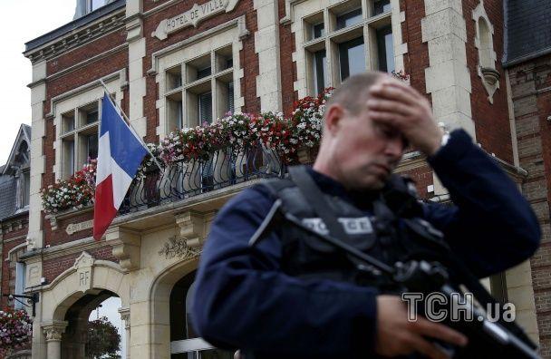 Напад на церкву у Франції вчинили терористи, пов'язані з ІД – Олланд