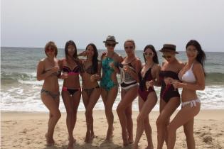 Пляжниці. Як виглядають кохані українських футболістів у купальниках
