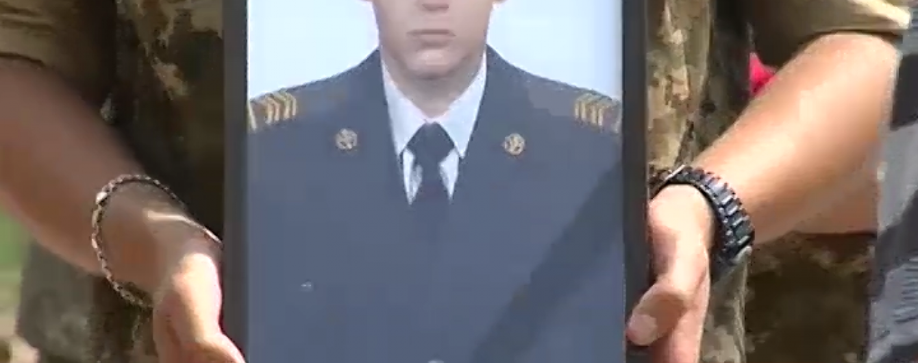 На Хмельниччині попрощалися із командиром, який ціною власного життя знешкодив кулемет бойовиків