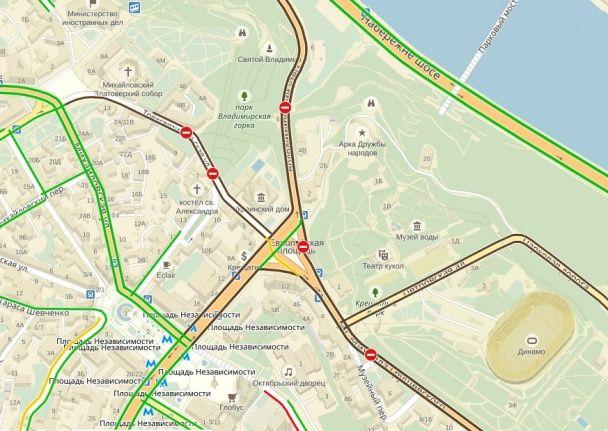 Через хресний хід центр Києва перекрили для руху авто, вулиці всіяні силовиками