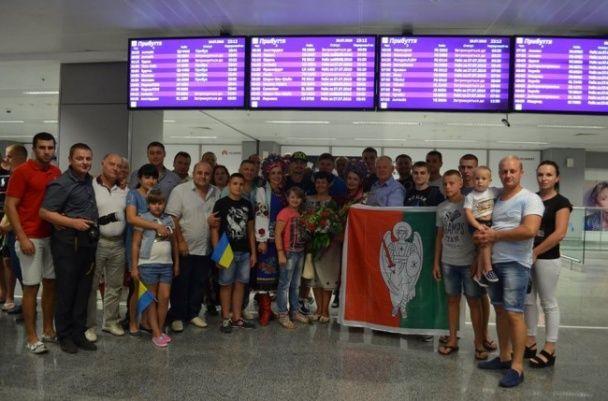 Зустріли як переможця. Український боксер Постол повернувся до України після втрати титулу