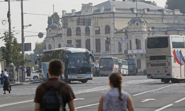 Металошукачі та півтори тисячі людей. Як у Києві збираються учасники хресного ходу