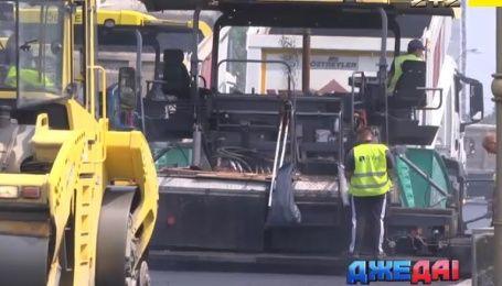 Столица замерла в многокилометровых пробках: коммунальщики не хотят работать ночью