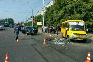 У Кропивницькому легковик на швидкості протаранив маршрутку, постраждали 5 людей