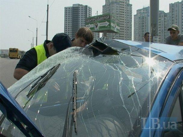 У Києві піца-мобіль зробив сальто після потужного зіткнення з мікроавтобусом