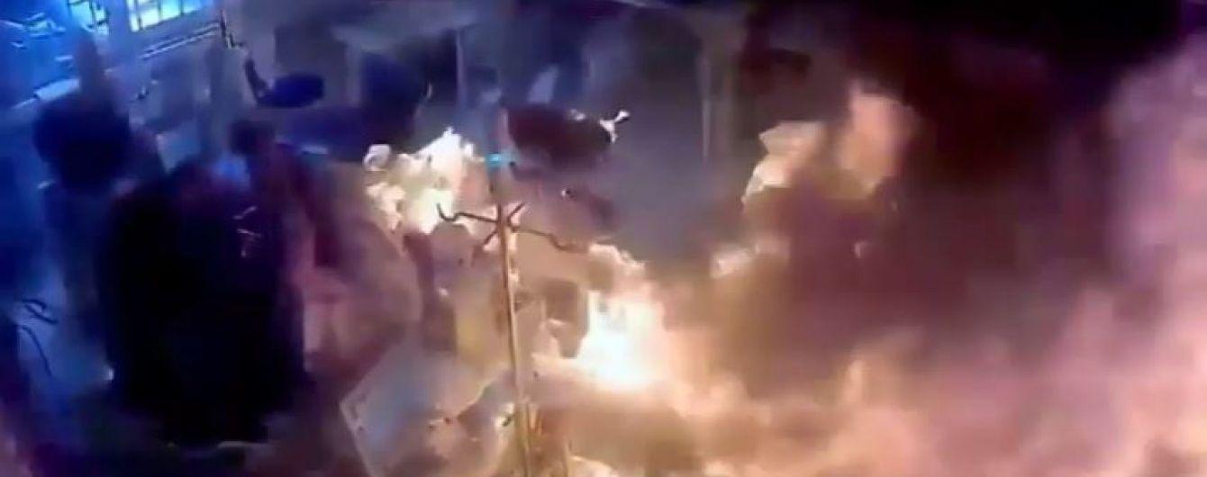 В Албанії у лікарні чоловік облив бензином та підпалив пацієнта