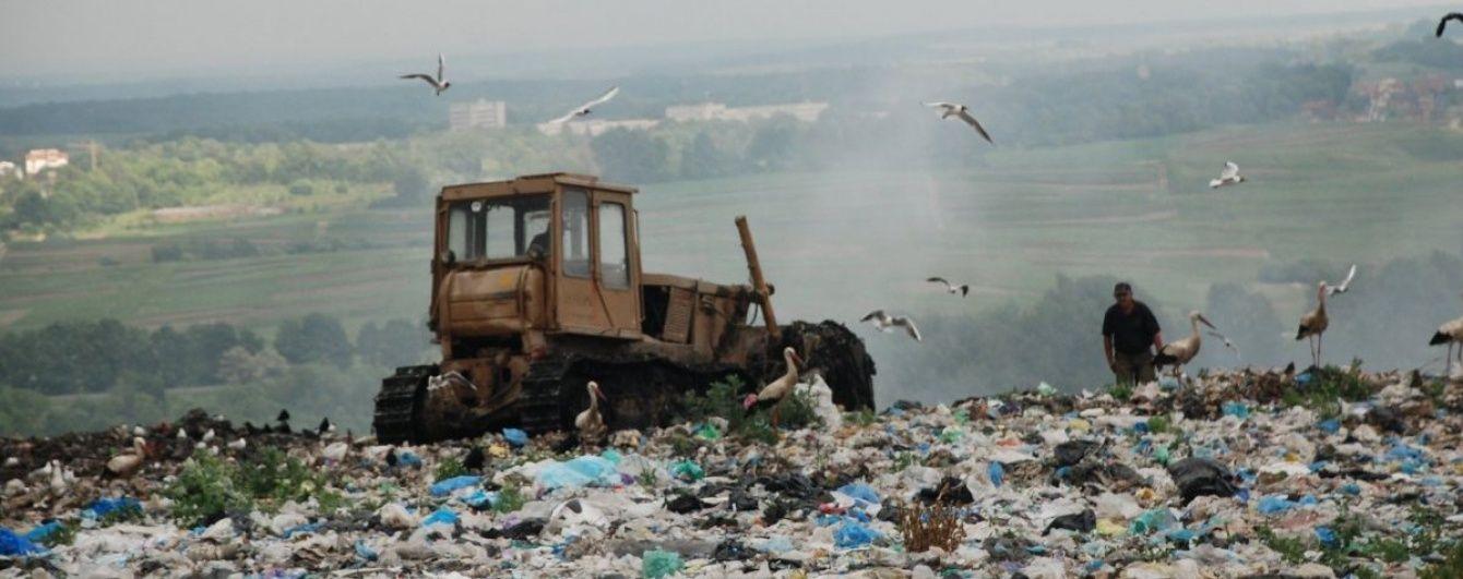 На Винниччине продолжают блокировать фуры с львовским мусором