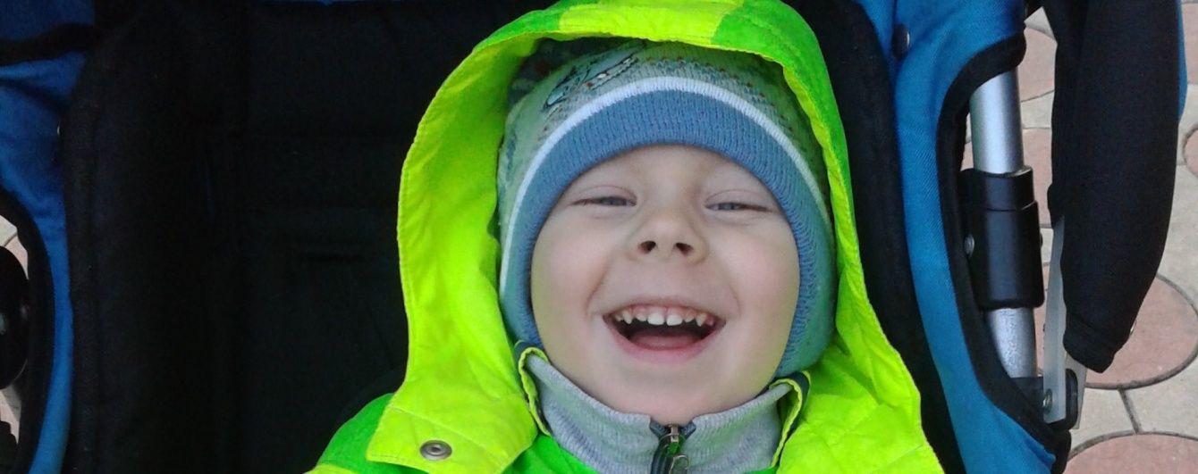 Допоможіть 4-річному Максимку зробити свої перші самостійні кроки