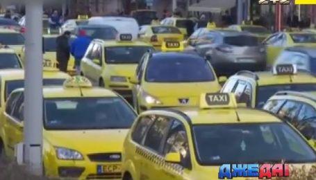 Нидерландская компания Uber не дает зарабатывать украинским таксистам