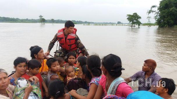 Масштабна повінь у Непалі: десятки загиблих, зруйновані мости і будинки