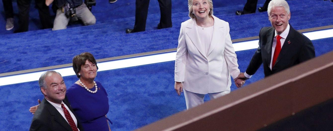 """WikiLeaks оприлюднить """"цікаву"""" інформацію про кампанію Клінтон"""