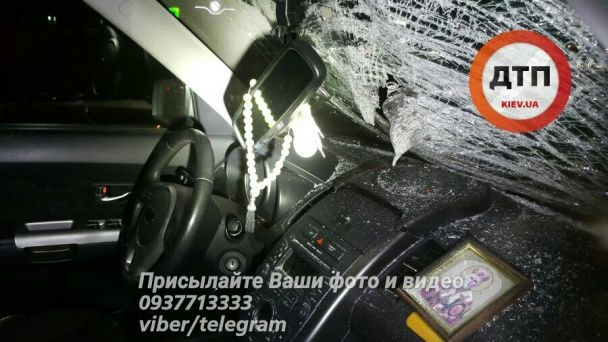 Кривава ніч у Києві: на Кільцевій іномарка на швидкості протаранила пішохода