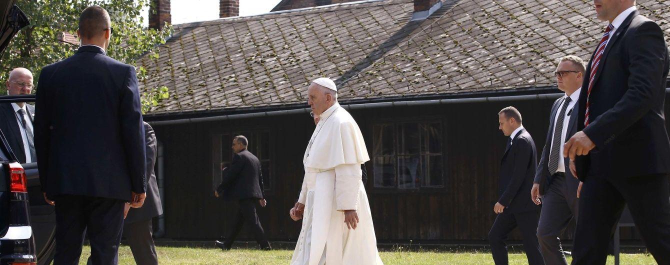 У Ватикані створили комісію, яка вивчить можливість допустити жінок до служіння на месах