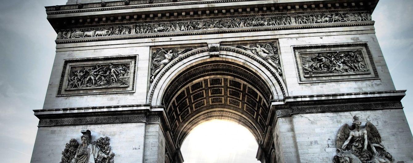 Кіно чи Горішні Плавні. Вгадай, куди перемістилася Тріумфальна арка з Парижа