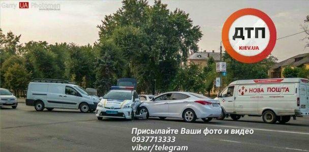 "Чергова ДТП з патрульними в Києві: ""Toyota Prius"" поліцейських не пропустила ""Hyundai"""