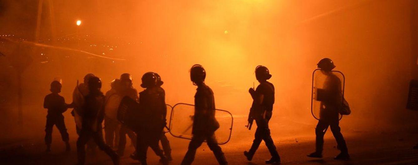 В Інтернеті з'явилося відео затримання нападників на будівлю ППС в Єревані