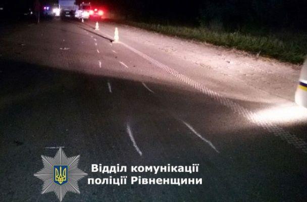 """На трасі маршрутка """"Київ-Броди"""" зіткнулася з вантажівкою: троє загинули"""