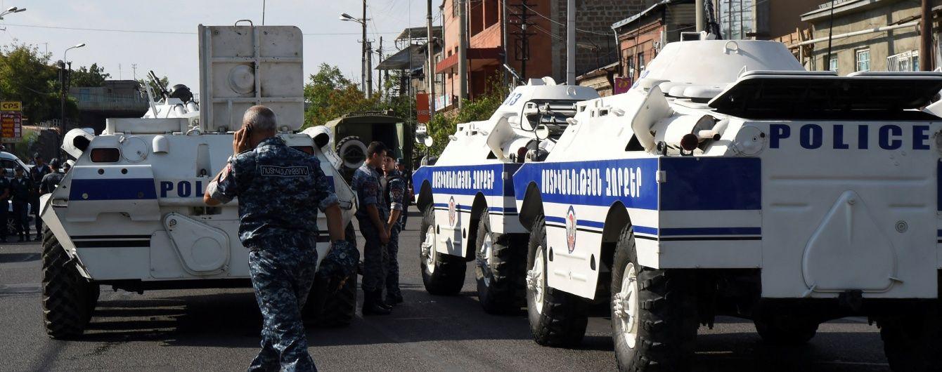 Снайпер застрелив поліцейського біля захопленого в Єревані відділку поліції