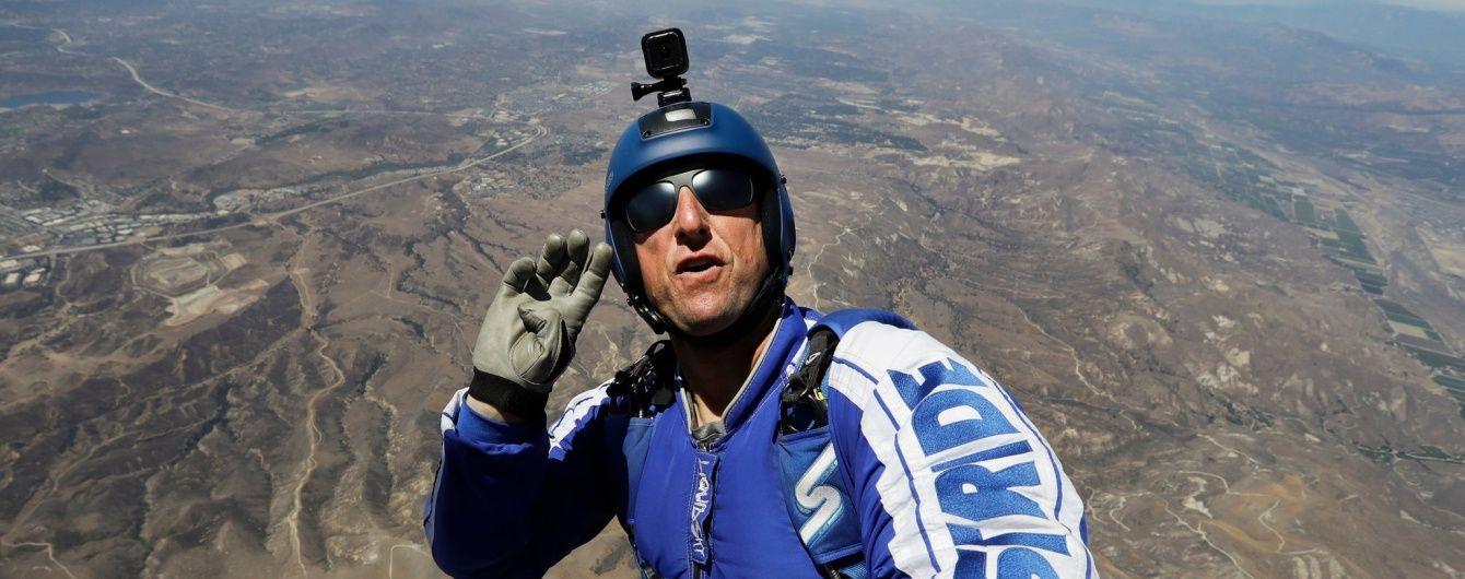Американець стрибнув без парашута із висоти 7,5 кілометрів