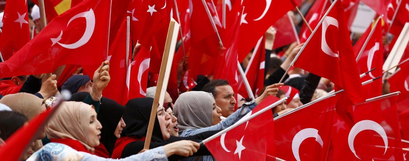 У Туреччині біля поліцейського відділку підірвали бомбу в авто, є загиблі