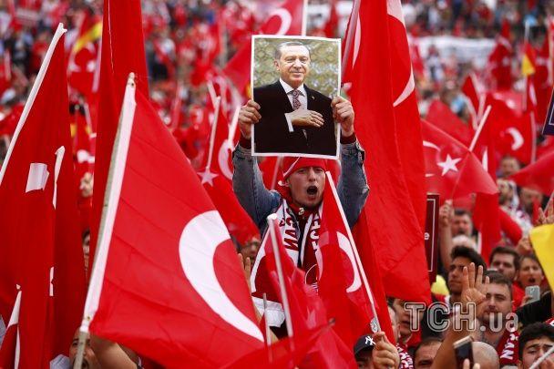 У німецькому Кельні 20 тисяч людей вийшли на мітинг підтримки Ердогана
