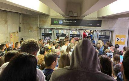 Черги та зламані турнікети: у київському метро стався колапс після святкового концерту до Дня Незалежності (фото)