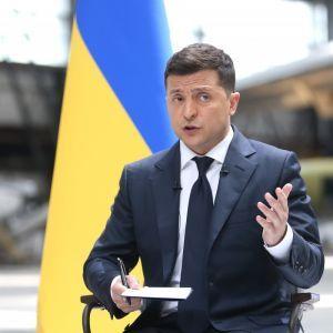 """""""Все боятся"""": Зеленский заявил, что Франция и Германия не решились прямо назвать Россию стороной конфликта на Донбассе"""