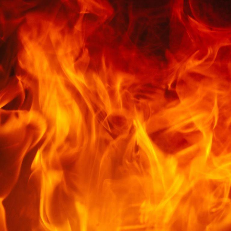 У Кропивницькому спалахнула масштабна пожежа: вогонь підступав до будинків