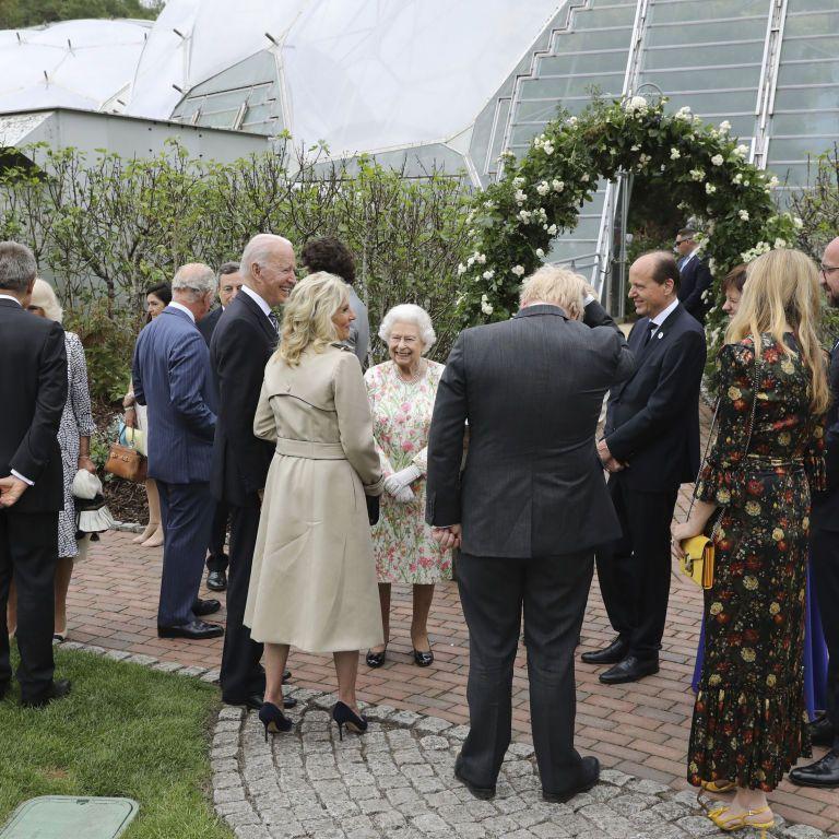 Байден нарушил королевский протокол: как отреагировала Елизавета ІІ