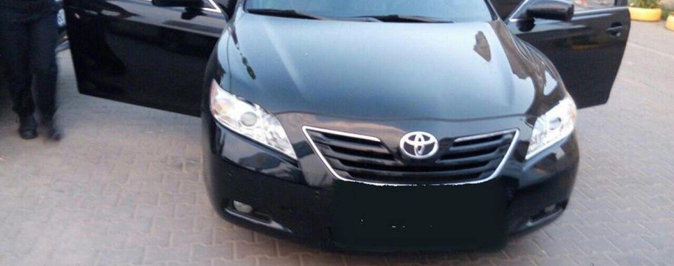 В Одесі молодики на Toyota Camry обстріляли чоловіка