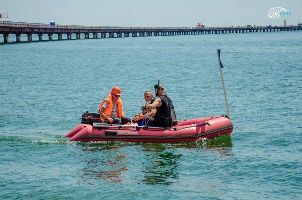 Окупанти почали споруджувати судноплавну частину мосту до Криму