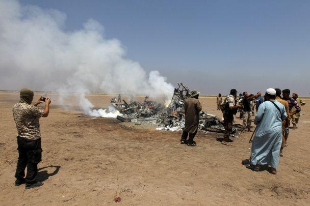 У Мережі з'явилися перші фото та відео з місця аварії збитого в Сирії російського веротолета