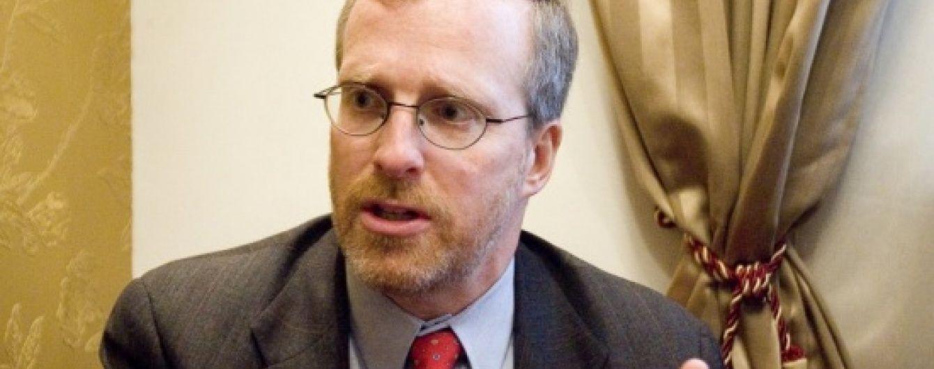 Крамер розповів, хто і як заблокував постачання летального озброєння Україні