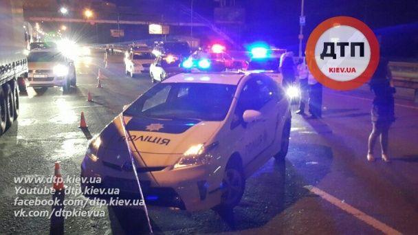 П'яний водій сильно травмував двох поліцейських, які на трасі оформляли іншу ДТП