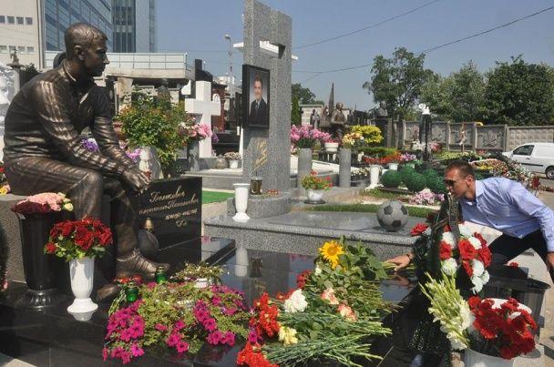 """У Києві встановили пам'ятник легендарному хавбеку """"Динамо"""""""