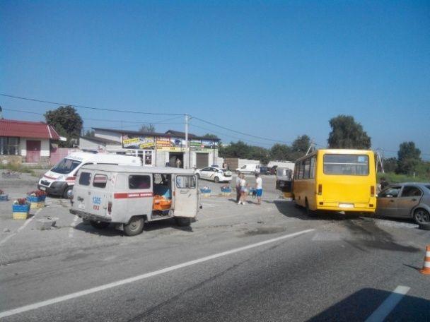 Біля Харкова легковик протаранив маршрутку, постраждали п'ятеро людей