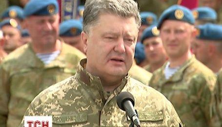 Порошенко привітав десантників з професійним святом