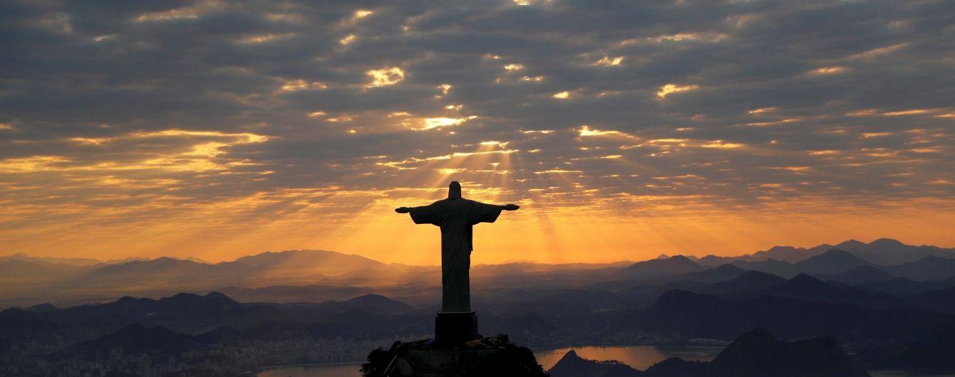 Статую Христа-Спасителя у Ріо підсвітили у кольори українського прапора