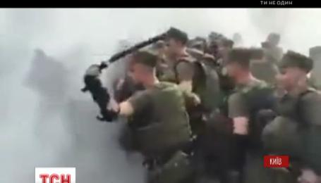 """Сльозогінний газ, покришки та сутички з правоохоронцями: триває засідання у справі бійця батальйону """"Торнадо"""""""
