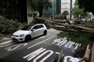 Китай атакував найпотужніший за останні 33 роки тайфун