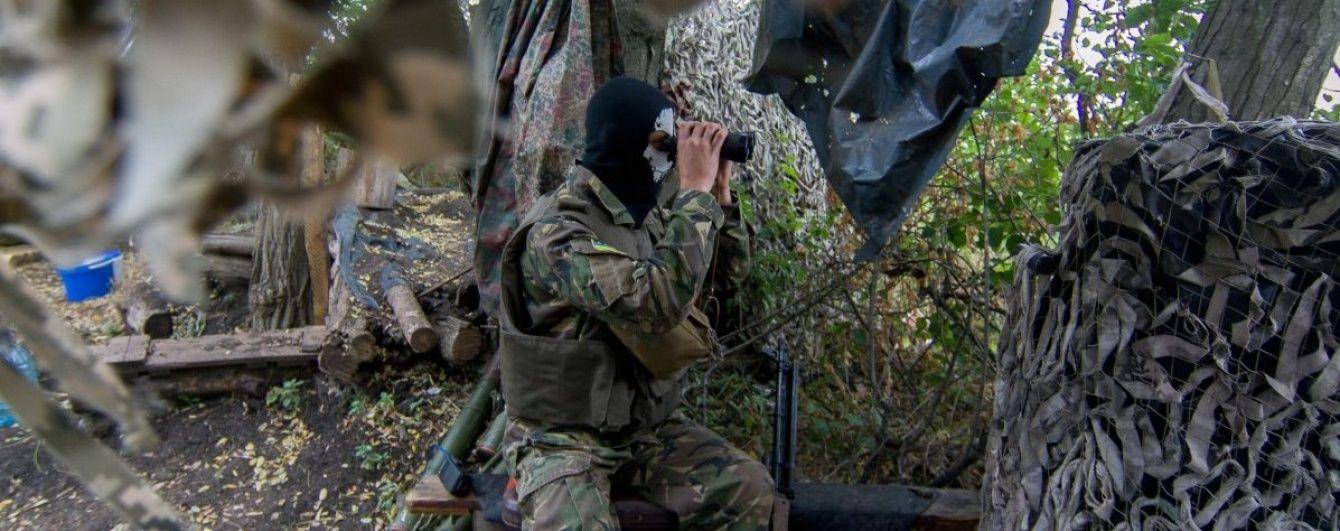 На Донбасі бойовики поранили двох українських військовослужбовців