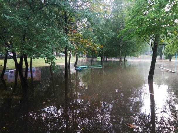 """Як """"плавали"""" Черкаси. Сильна злива та великий град паралізували місто"""