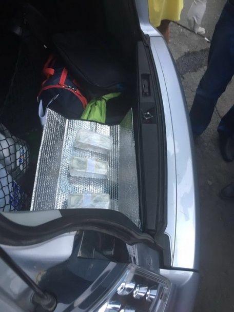У Києві на хабарі у 150 тисяч доларів погоріла чиновниця Мінагрополітики
