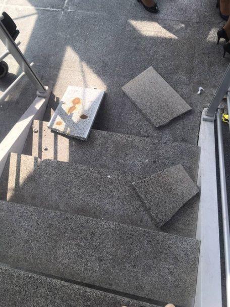 """В аеропорту """"Бориспіль"""" на голову пасажирці обрушилася плитка"""