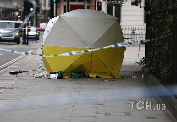 З'явилися фото та нові подробиці нападу озброєного ножем чоловіка в центрі Лондона