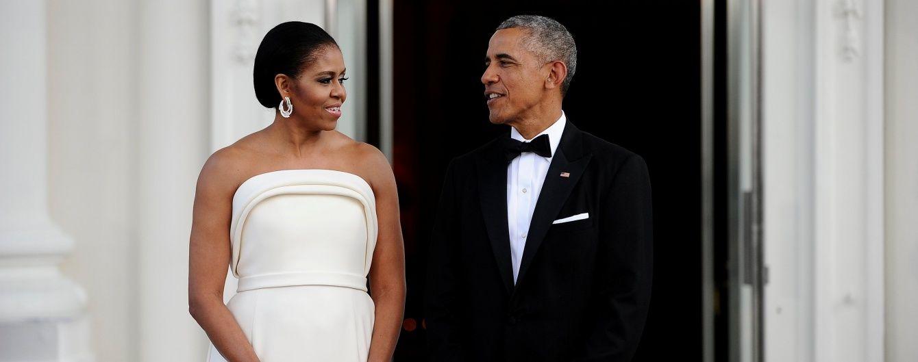 Журналісти заскочили Обаму та його дружину за зворушливими любощами